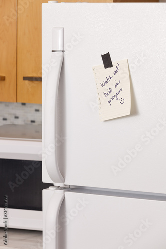 Note on refrigerator door