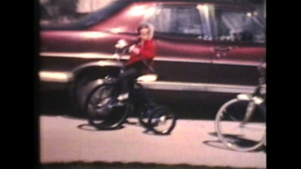 Kids Riding Bikes (1970 Vintage 8mm film)