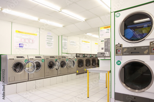 number of washing machines in empty public laundry