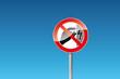 Verbot verboten Nicht berühren, Gehäuse steht unter Spannung