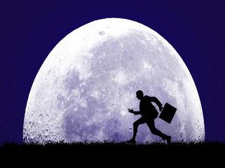 ビジネスマンと満月