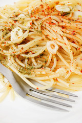 Spaghetti with garlic and spices