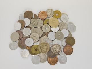 山積みの日本の硬貨