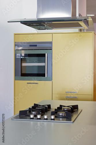 cuisine moderne avec hotte centrale 23 de chris32m photo libre de droits 31573270 sur. Black Bedroom Furniture Sets. Home Design Ideas