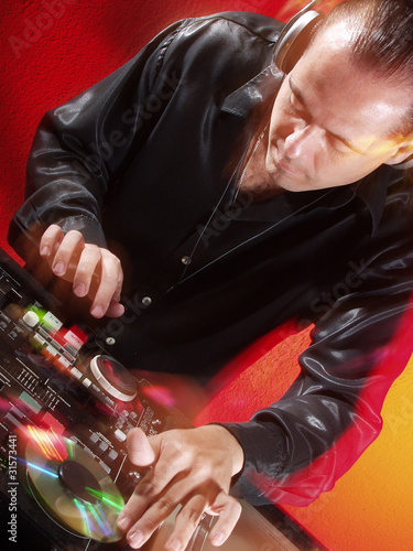 Disc jokey en acción.