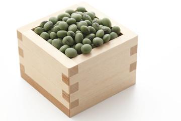 升に盛った青大豆