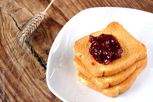 Rusks with cherry jam