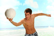 Mann mit Volleyball
