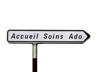 Panneau directionnel ' Accueil et Soins aux Adolescents '