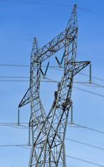 ouvrier sur le pylone electrique