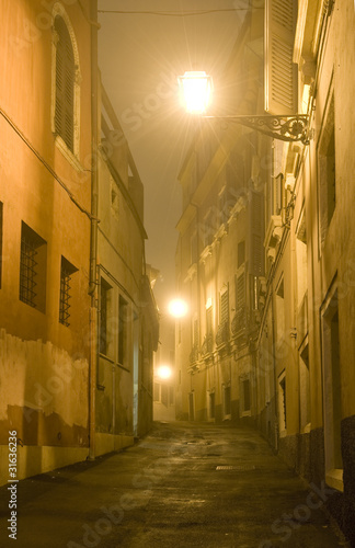 uliczka-we-mgle