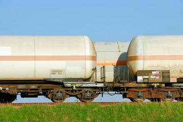 Eisenbahn-Kesselwagen auf den Gleisen 541