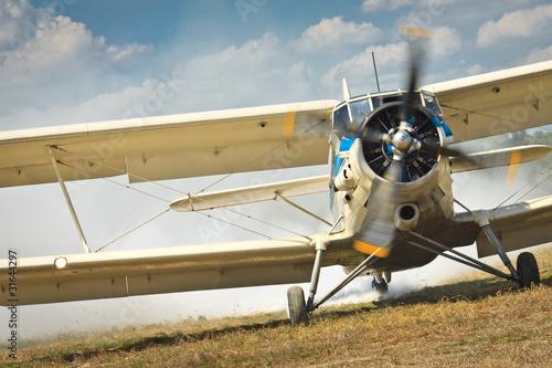 Zdjęcia na płótnie, fototapety na wymiar, obrazy na ścianę : Old airplane ready to start
