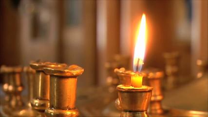 свеча в церкви , крупный план