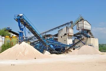 Impianto per l'estrazione e la lavorazione della ghiaia