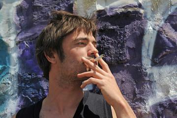 homme et cigarette