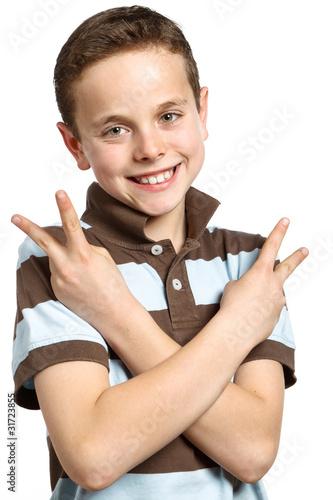 teenager macht fingerzeichen