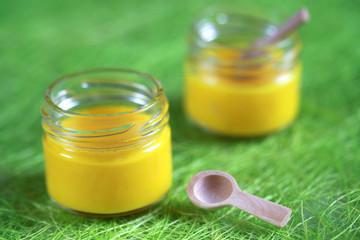 Pots crème panna cotta citron et cuillères