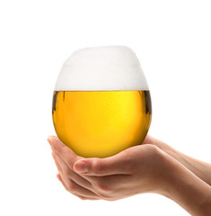 boccale di birra in mano