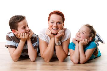 mutter mit ihren zwei kindern