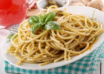 spaghetti al pesto - uno