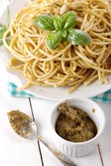 spaghetti al pesto - due