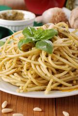 spaghetti al pesto - cinque