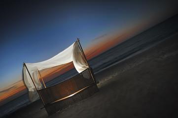 fauteuil sur plage exotique