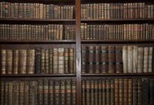 Alte Bücher in der alten Bibliothek