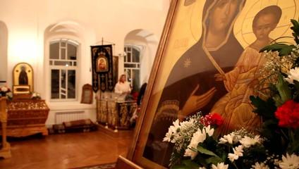 Поклонение иконе
