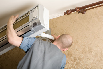 Air conditioning master installs a new air conditioner