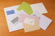Viele verschiedene Briefumschläge
