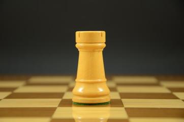 Torre sobre tablero de ajedrez