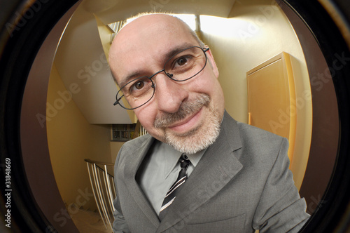 Leinwanddruck Bild Vertreter durch Türspion