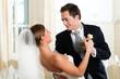 Braut und Bräutigam beim Hochzeitswalzer