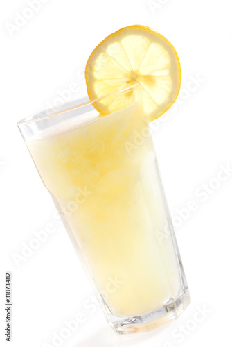Lemonade with slinced lemon