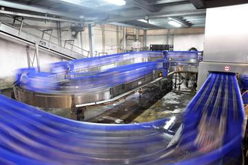 brewery - conveyor // Brauerei - Fliessband Bierkästen