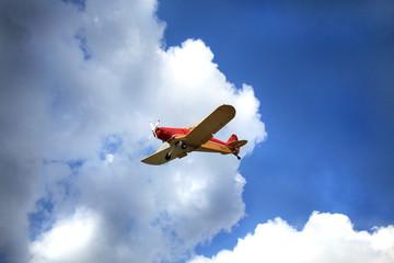 aereo monoposto in volo
