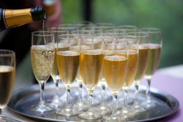 plateau de flutes de champagne