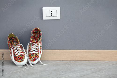 scarpe da ginnastica appoggiate