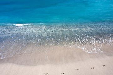 lagon bleu et sable blanc aux Seychelles