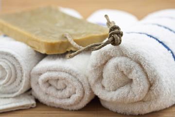 décoration sobre zen institut massage, serviettes et savon