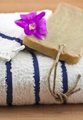 décoration zen institut massage, serviette, orchidée et savon