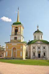 Усадьба Кусково. Церковь рядом с дворцом.