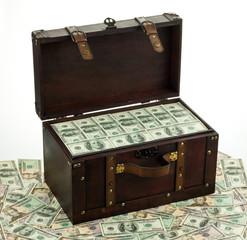 Dollar in Schatztruhe