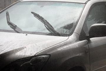 auto sotto la pioggia