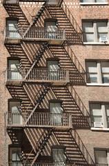 Schattenspiel mit Feuerleitern in New York