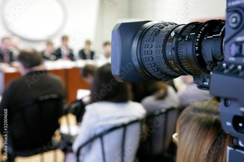 Leinwanddruck Bild TV camera at press conference.