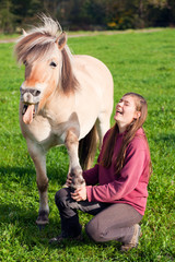 Frau mit Pony