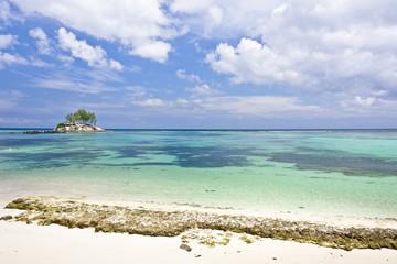 îlot et lagon des Seychelles